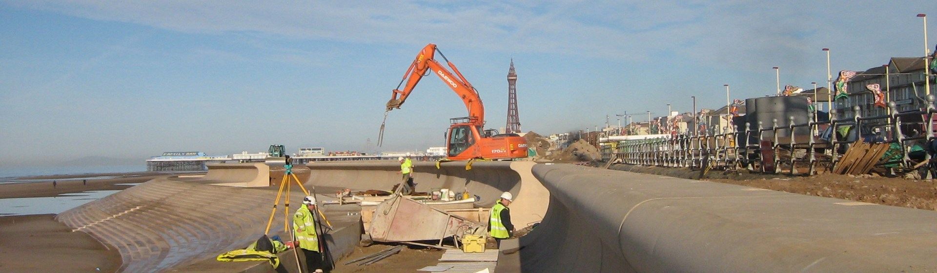 Blackpool_Wave_wall,_berm_slab_and_revetment.jpg