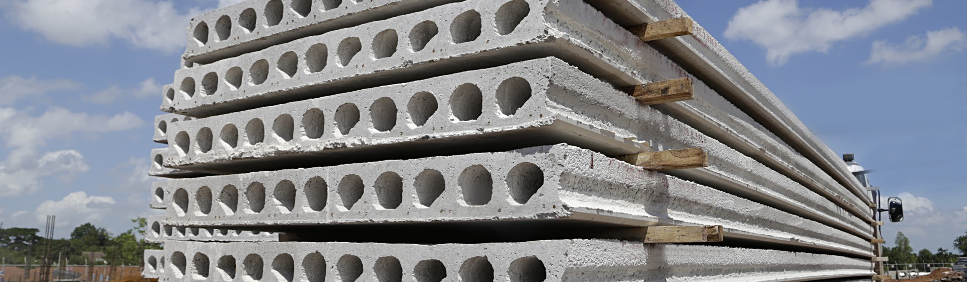 Synthetic fibres as an alternative for steel reinforcement in